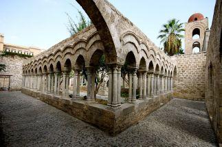 il chiostro della chiesa di San Giovanni degli Eremiti