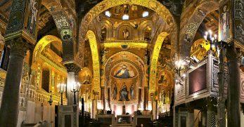 la Cappella Palatina all'interno del Palazo reale