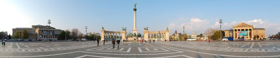 1024px-Heroes_Square_Budapest_2010_02